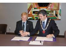 Hordaland fylkeskommune og Avinor AS signerte bybaneavtale
