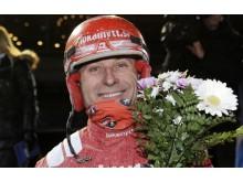 Peter Untersteiner har kört sin 3 000:e vinnare. Foto Kanal 75.