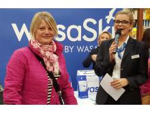 Glad vinnare av resa med Wasaline och till Malå Hotell & Ski Center på event i Vasa