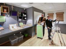 """Sie freuen sich über das neue """"KRreative IDEEN LABOR"""" im Mercure Tagungs- & Landhotel Krefeld (v. l.): Hoteldirektor Walter Sosul und Veranstaltungsleiterin Fanny Neumann"""