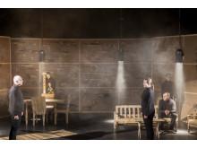 Strindbergs Fadren brottas lustfyllt omkull - pressbild