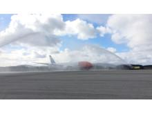 Norwegians Dreamliner EI-LND (Grete Waitz) får fin velkomst i Bergen