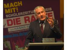 Bayerns Kultusminister Ludwig Spaenle als Festredner bei der Verleihung des Schülerzeitungspreises DIE RAUTE am 24.11.2014