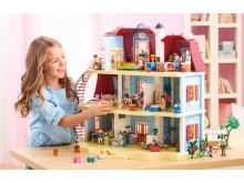 Das PLAYMOBIL-Puppenhaus steckt voller Leben!