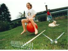 Mädchen auf Hopsball