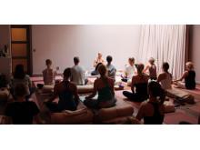 Flera av Team Yogobes lärare finns på plats under Yogamarathon den 15 oktober.