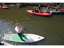 Michael Kretschmer versuchte sich auf einem Stand-Up-Paddle