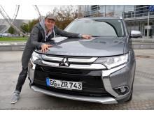 Comiczeichner Ralph Ruthe mit seinem neuen Tour-Mobil