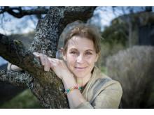 Helen Sjöholm med Vi-skogens armband Trees and Love