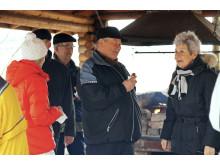 Sydänpotilasyhdistys Sepot ry:n puheenjohtaja Matti Laaksonen makkaranpaistossa kävelylenkin jälkeen Turun Ruissalossa Sydänviikolla