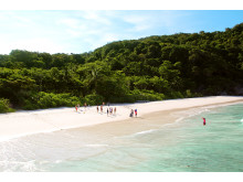 Sådan ser en thailandsk drømmestrand ud i manges øjne – blot skal personerne på stranden udskiftes med én selv…