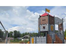 Klätterställning på lekplatsen i Falkvik på längre håll, RGB