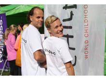André och Maja springer ToppLoppet för Childhood