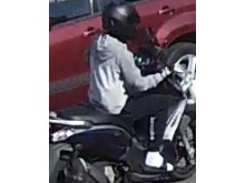 Image of man police wish to identify ref: 253381