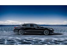 Lexus flaggskeppsmodell, fullhybriden LS 500h från sidan