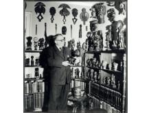 Carl Kjersmeier med sin samling