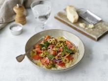 Receptbild Zeta Sardellrisotto med oliver, tomater, citron och rostad mandel