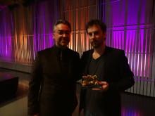 SKAP:s ordförande Alfons Karabuda tillsammans med Fredrik Emilson, vinnare av HARPA Nordic Film Composer Award 2012