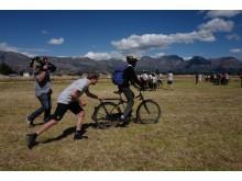 Edvald Boasson Hagen deler ut gratissykler i Cape Town