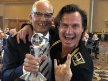 FEIRET I LAS VEGAS: Torgeir Silseth, administrende direktør, og Petter Stordalen, grunnlegger av Nordic Choice Hotels, mottok prisen på Choice Hotels International-konferansen.