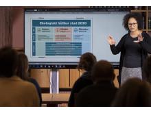 Projektledare Mathilda Edlund presenterar Göteborgs Stads miljö och klimatprogram remissversion Foto Ulrik Fallström pressmeddelande.jpg