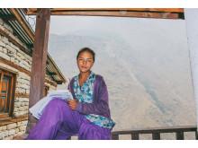 Yanjen Lhamulana är 10 år. Tidigare utnyttjades hon som gratis arbetskraft. Foto Elisabeth Hammarberg.
