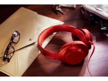 MDR-100 de Sony_Rouge_Lifestyle_07