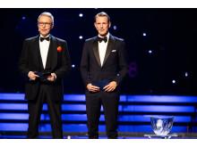Radiosportens Bengt Skött och Peder Fredricson delar ut Jerringpriset