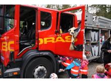 Brandbilen var populär på skräpplockarhyllningen