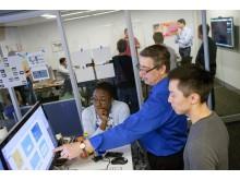 A Ford beruház a Pivotal vállalatba, hogy felgyorsítsa a felhőalapú szoftverfejlesztést; új laboratóriumok szolgálják a Ford Intelligens Mobilitás terv innovációit
