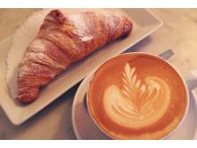 Grodans croissant och kaffe