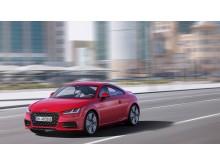 Audi TT Coupé (tangorød) dynamisk forfra