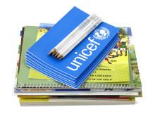 Skolpaket för fyra barn, 185 kr. Foto: UNICEF
