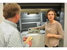 Gör furu hårt som ek, Mojgan Vaziri, forskare i träteknik vid Luleå tekniska universitet