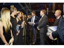 Peter Forsberg delar ut pris under Svenska Idrottsgalan