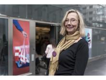 Butikschef Katja Ingman utanför Myrorna i Täby