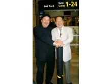 Kjell Wallman avtackar Mr.Fu Youxin, Arlanda