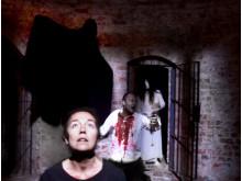 Kvinna i Kanalen med Teater Insite