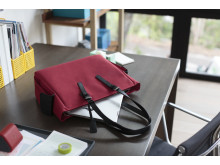 HP 14tommer Tote laying on desk HP20160418699