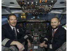 Kaptein Johnny Silberg og styrmann Olav Hynne på KKW's siste flyvning.