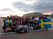 Chalmersstudenter med sin vinnande racingbil