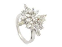 Klassiska 29/8, Nr: 249, RING, 18K vitguld, 17 baguett- och 2 navettslipade diamanter ca 1,50 ctv