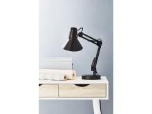 Bordslampa ERNST svart (179 SEK)