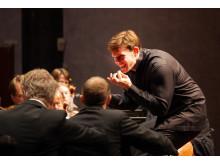 Evan Rogister dirigerar SON i Crusellhallen
