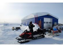 Snøscooter til frakt av forskningsutstyr på Grønland