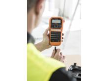 Sähkömiehille suunnattujen tarratulostimien valikoima laajenee nyt uudella PTE110VP-tarratulostimella, joka sisältää sähköalan käyttämät turvallisuussymbolit.