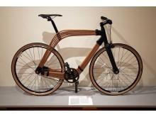 """Das Fahrrad """"Aero"""" eine Innovation aus Birkenholzlamellen der Designer und Hersteller: Martino Hutz, Atanas Zhelev und Mariya Korolova/ Östereich"""