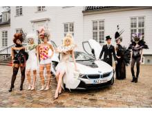 BMW i8 flankeret af modeller på Sølyst
