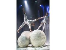 Cirkus Cirkör - Knitting Peace - Aino Ihanainen & Mikael Kristansen