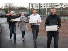 Tårtor på väg till Tiundaskolan